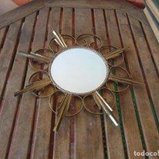 Antigüedades: ESPEJO TIPO SOL CON HOJAS EN METAL DORADO. Lote 248042465
