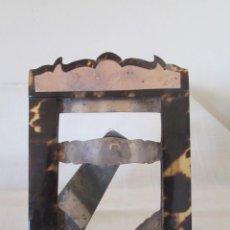 Antigüedades: ANTIGUO PORTARRETRATO EN METAL PLATEADO Y PASTA, SIMIL CAREY. PARA PONER EN MESA O COLGAR.. Lote 248074970