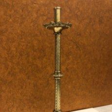 Antigüedades: CANDELERO-ANTIGUO HACHERO DE BRONCE 44CM ALTURA. Lote 248092985