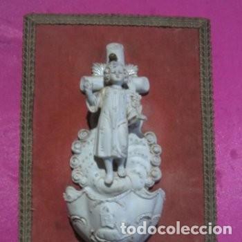 BENDITERA DE BISCUIT MUY ANTIGUA Y BONITA BUEN ESTADO (Antigüedades - Religiosas - Benditeras)