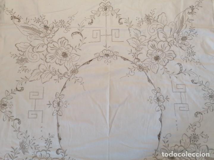 Antigüedades: Antiguo mantel con servilletas bordado - Foto 2 - 248136275