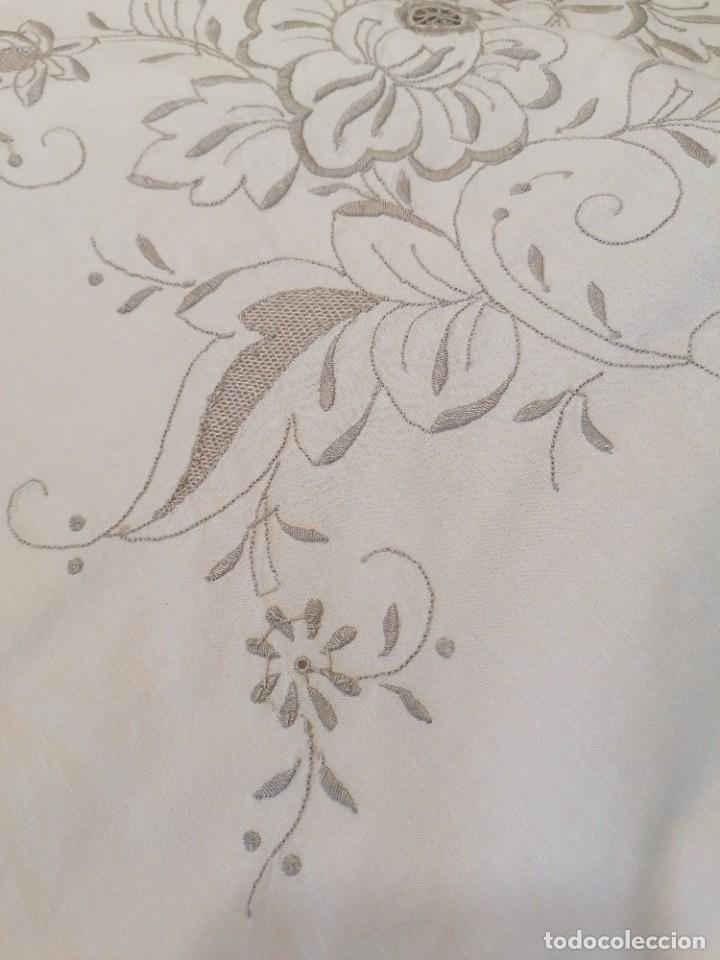 Antigüedades: Antiguo mantel con servilletas bordado - Foto 5 - 248136275