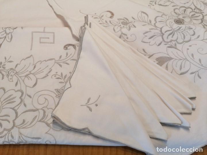 Antigüedades: Antiguo mantel con servilletas bordado - Foto 6 - 248136275