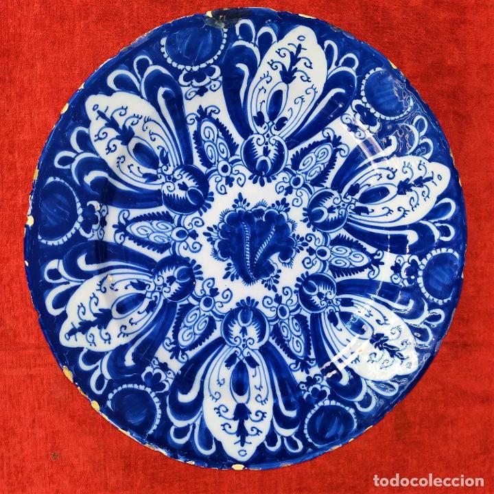 PLATO. LOZA ESMALTADA DE DELFT. CON MARCAS WVDB. HOLANDA. SIGLO XVIII (Antigüedades - Porcelana y Cerámica - Holandesa - Delft)