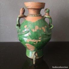 Antiquités: ANTIGUO AGUAMANIL CATALAN CON ASAS ZOOMORFAS Y ESMALTE VERDE ALFAFERIA DE BASTO ESTINTA S XIX. Lote 248157490