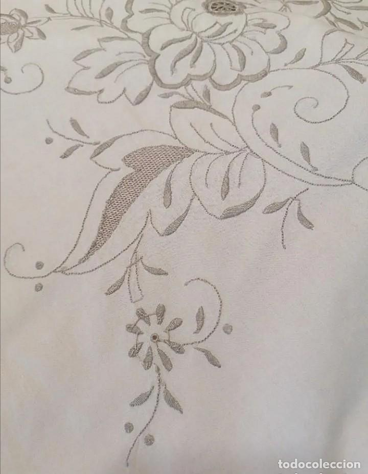 Antigüedades: Antiguo mantel con servilletas bordado - Foto 8 - 248136275