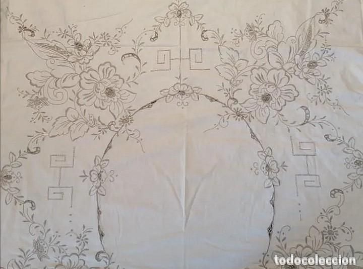 Antigüedades: Antiguo mantel con servilletas bordado - Foto 11 - 248136275