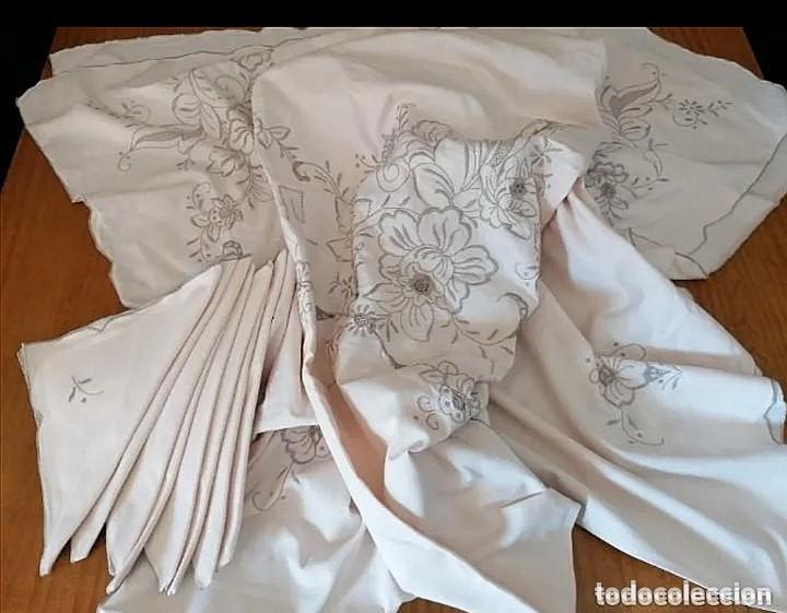 Antigüedades: Antiguo mantel con servilletas bordado - Foto 12 - 248136275