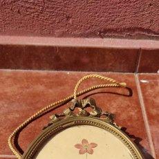 Antigüedades: CUADRO OVALADO CON MARCO DE MADERA TALLADO - DORADO- ANTIGUO. Lote 248300265