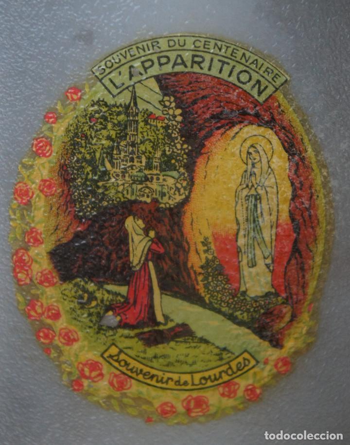 Antigüedades: Botella de plástico del centenario de las apariciones de la Virgen de Lourdes - Foto 2 - 248362825