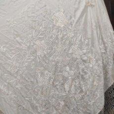 Antiquités: PRECIOSO MANTÓN DE MANILA DE SEDA EN COLOR MARFIL DE ALA DE MOSCA. Lote 248368925