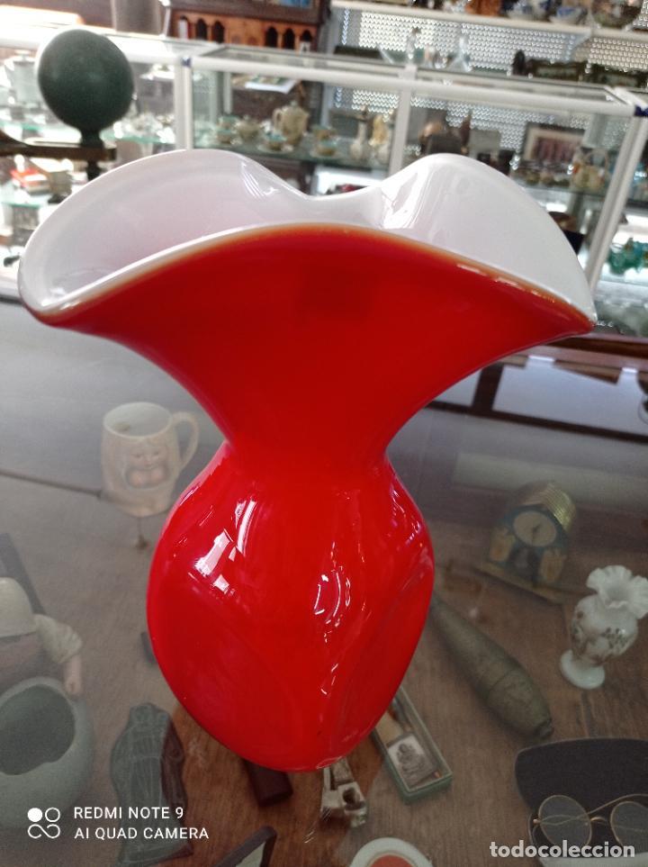 PRECIOSO JARRON CRISTAL DE MURANO. 26,5 CMS DE ALTO, BASE CUADRADA DE 10 X 10 CMS (Antigüedades - Cristal y Vidrio - Murano)