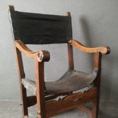 Antiquités: ANTIQUISIMA SILLA DE FRAILE PLEGABLE EN NOGAL TALLADO Y CUERO RENACIMIENTO ESPAÑOL S XVI C 1550. Lote 248509570