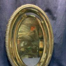 Antigüedades: BANDEJA METAL PLATEADO ALPACA OVALADA BORDE GALLONADO MITAD S XX 3X53X35CMS. Lote 248585735