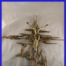 Antigüedades: CRUZ CON CRISTO DE BRONCE DORADO EN RELIEVE. Lote 248586000
