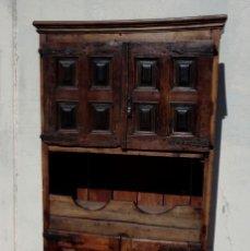 Antigüedades: ALACENA, ARMARIO RUSTICO CON PUERTAS DE CUARTERONES DE NOGAL Y HUECOS PARA CANTAROS. Lote 248746065