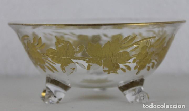 CUENCO EN CRISTAL DE LA GRANJA. MOTIVO VEGETAL TALLADO Y DORADO. SIGLO XIX (Antigüedades - Cristal y Vidrio - La Granja)