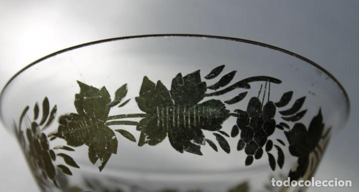 Antigüedades: Cuenco en cristal de la Granja. Motivo vegetal tallado y dorado. Siglo XIX - Foto 2 - 248778540