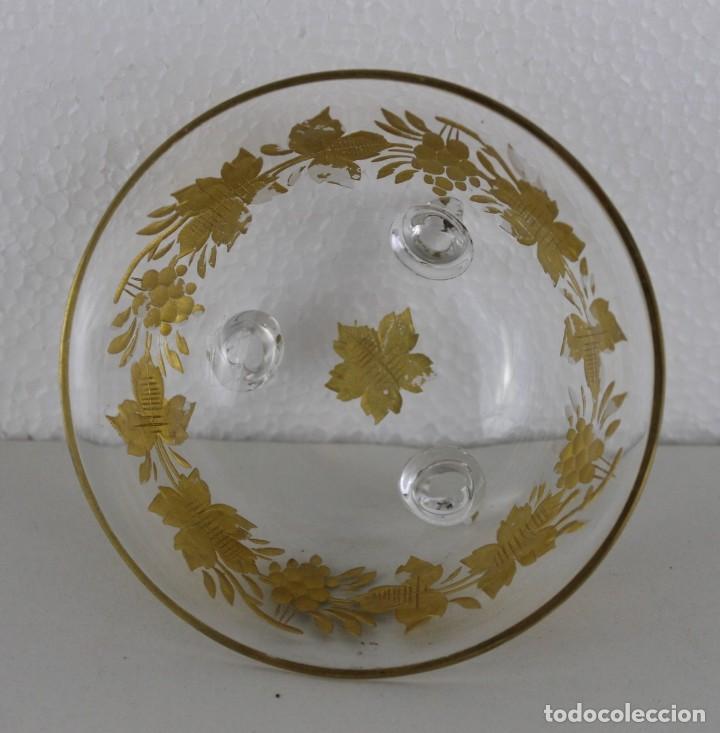 Antigüedades: Cuenco en cristal de la Granja. Motivo vegetal tallado y dorado. Siglo XIX - Foto 3 - 248778540