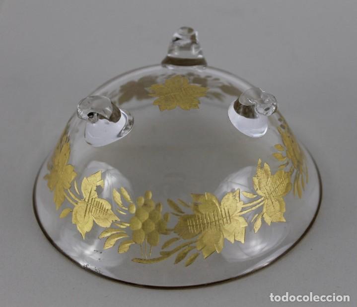 Antigüedades: Cuenco en cristal de la Granja. Motivo vegetal tallado y dorado. Siglo XIX - Foto 4 - 248778540