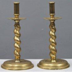 Antigüedades: GRAN PAREJA DE CANDELABROS SALOMONICOS DE BRONCE. SIGLO XVII-XVIII. Lote 248815250