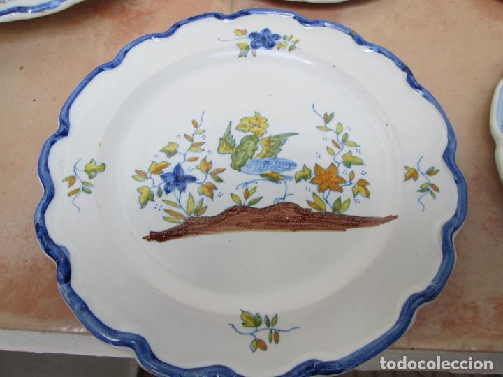 Antigüedades: Lote de Cerámica- Loza de Alcora, 2 platos hondos, 2 platos llanos y 2 de postre. - Foto 3 - 248818385