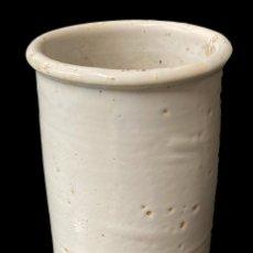 Antigüedades: ANTIGUO BOTE, ALBARELO DE CERÁMICA VASCA ORIGINAL. XIX. 22X13,5X13,5. Lote 248824565