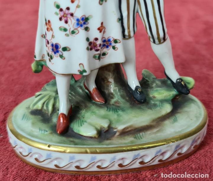 Antigüedades: PAREJA DE BAILARINES. PORCELANA ESMALTADA PINTADA A MANO. ALEMANIA. SIGLO XX. - Foto 5 - 248939160