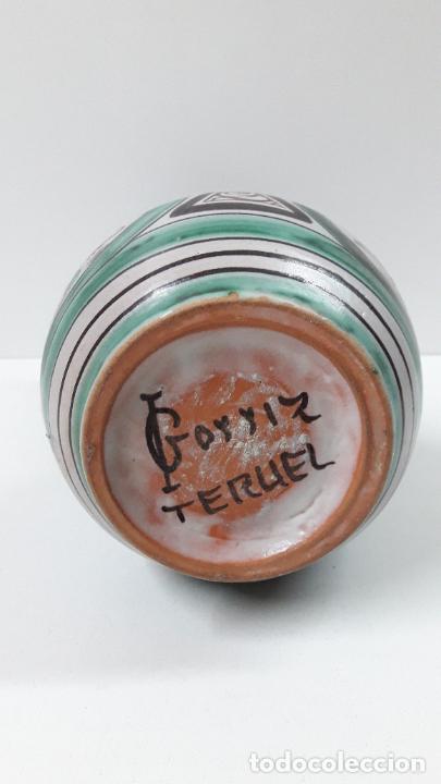 Antigüedades: PRECIOSA JARRA . REALIZADA POR LOS HERMANOS GORRIZ - CERAMICA DE TERUEL . ALTURA 22,5 CM - Foto 19 - 248987910