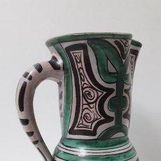 Antigüedades: PRECIOSA JARRA . REALIZADA POR LOS HERMANOS GORRIZ - CERAMICA DE TERUEL . ALTURA 22,5 CM. Lote 248987910