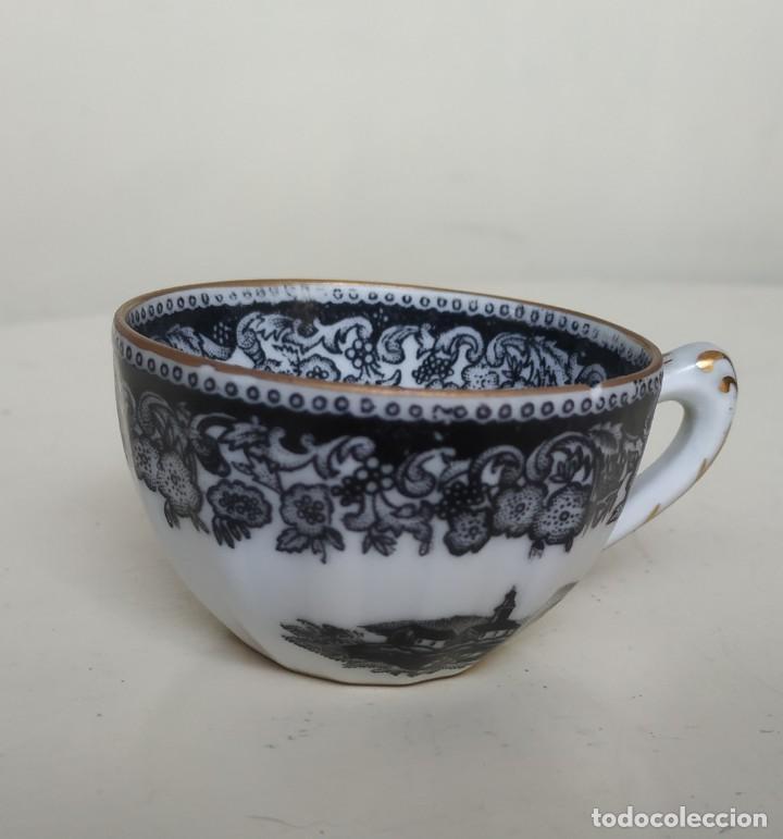 Antigüedades: Bonita taza de café o té de porcelana de Vigo, Santa Clara. - Foto 2 - 249011815