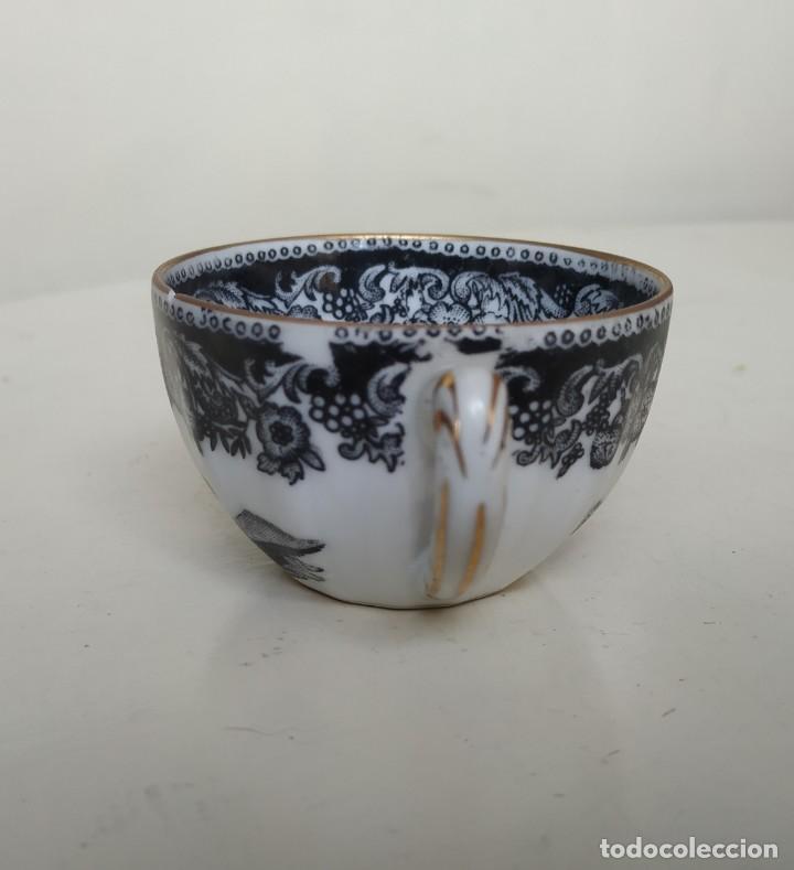 Antigüedades: Bonita taza de café o té de porcelana de Vigo, Santa Clara. - Foto 3 - 249011815