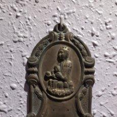 Antigüedades: BENDITERA VIRGEN DE MONTSERRAT MUY ANTIGUA. VER FOTOS.. Lote 249020745