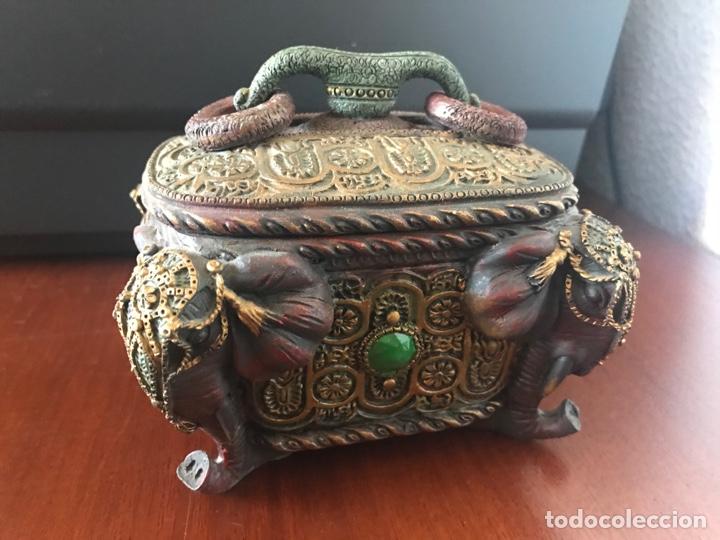 ESPECTACULAR CAJA JOYERO CON MOTIVOS ETNICOS (Antigüedades - Hogar y Decoración - Cajas Antiguas)