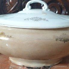 Antigüedades: SOPERA DE PORCELANA Y SALSERA DE PORCELA SAN CLAUDIO OVIEDO MEDIADOS SIGLO XX. Lote 249098490