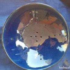 Oggetti Antichi: ESCURRIDOR AZUL 30X8 CM. Lote 249165200