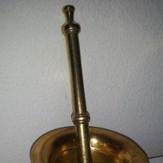 Antigüedades: GRANDE Y ANTIGUIO MORTERO HECHO EN BRONZE. Lote 249221000