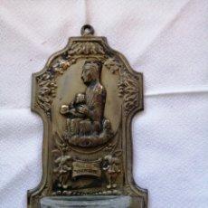 Antigüedades: BENDITERA EN LATON Y CRISTAL PARA COLGAR. Lote 249271330