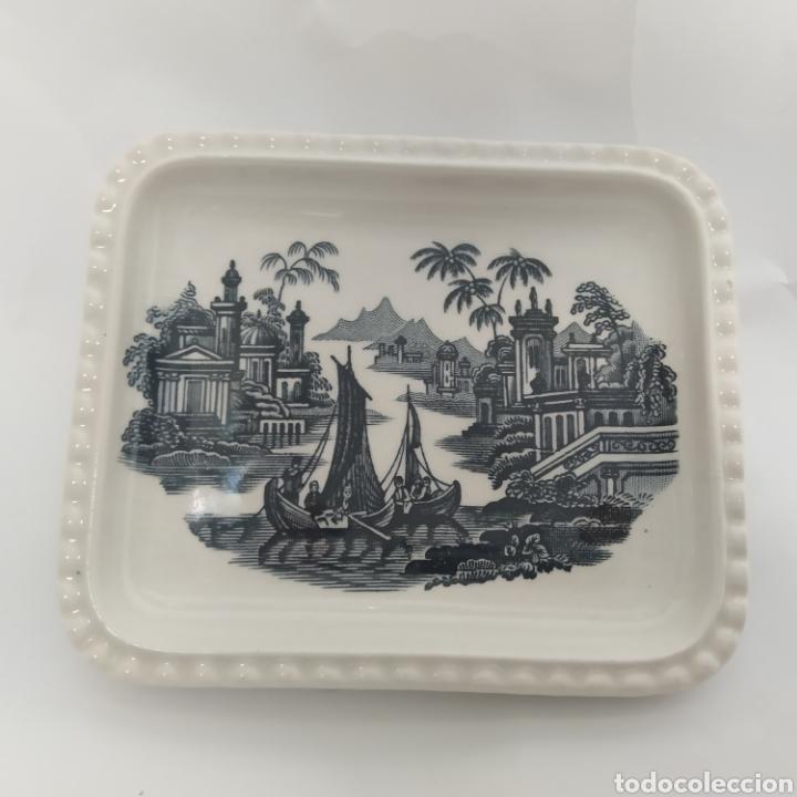PEQUEÑA BANDEJA RABANERA DE PICKMAN, CARTUJA DE SEVILLA. VISTA EN TINTA NEGRA, SELLO AÑOS 50 - 60 (Antigüedades - Porcelanas y Cerámicas - La Cartuja Pickman)