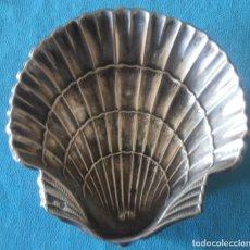 Oggetti Antichi: CONCHA DE BAUTISMO ANTIGUA DE PLATA. Lote 249356865