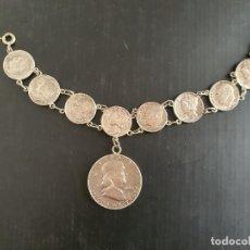 Antigüedades: ANTIGUA PULSERA DE PLATA DE LEY. MONEDAS ONE DIME Y HALF DOLLAR (1956). Lote 249367860