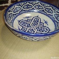 Antigüedades: SIG.XIX,FUENTE, BOL GRANDE, FIRMADO, CON 2 AGUJEROS PARA COLGAR. Lote 249415425