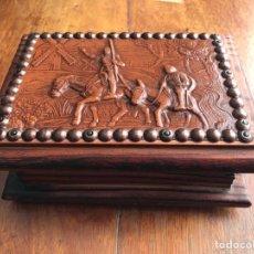 Antigüedades: CAJA MADERA REPUJADO CUERO DONQUIJOTE. Lote 249417570