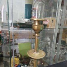 Antigüedades: CANDELERO LATÓN VIEJO. VITRINA GRANDE. Lote 249497395