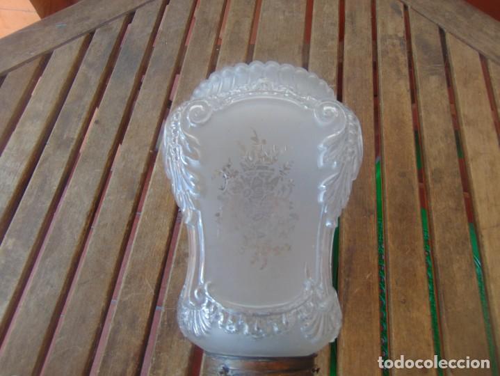 Antigüedades: TULIPA CON PARTE BAJA DE LAMPARA EN CRISTAL TALLADO, CON DECORACIÓN DE FLORES - Foto 4 - 249508575
