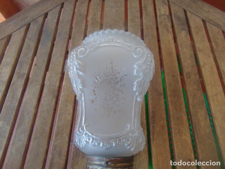 Antigüedades: TULIPA CON PARTE BAJA DE LAMPARA EN CRISTAL TALLADO, CON DECORACIÓN DE FLORES - Foto 5 - 249508575