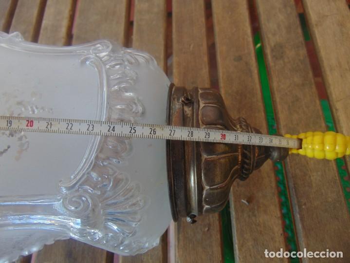 Antigüedades: TULIPA CON PARTE BAJA DE LAMPARA EN CRISTAL TALLADO, CON DECORACIÓN DE FLORES - Foto 9 - 249508575