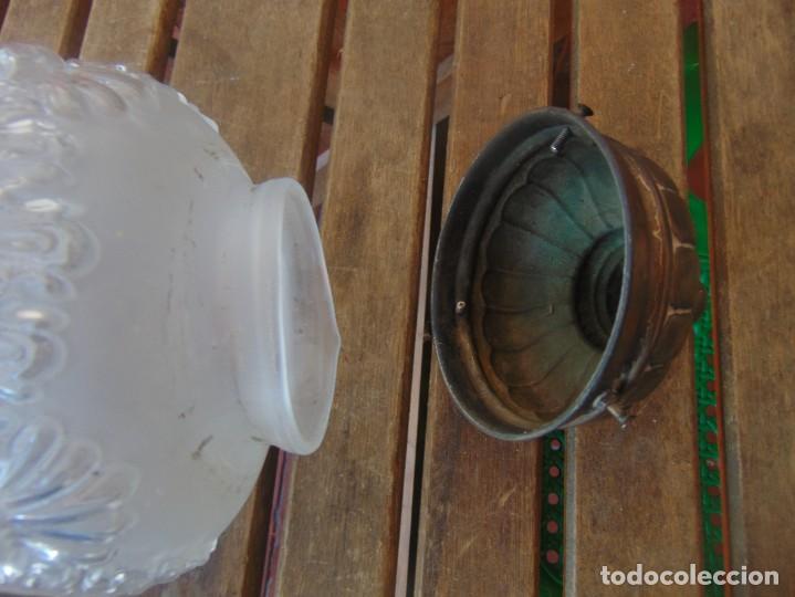 Antigüedades: TULIPA CON PARTE BAJA DE LAMPARA EN CRISTAL TALLADO, CON DECORACIÓN DE FLORES - Foto 22 - 249508575