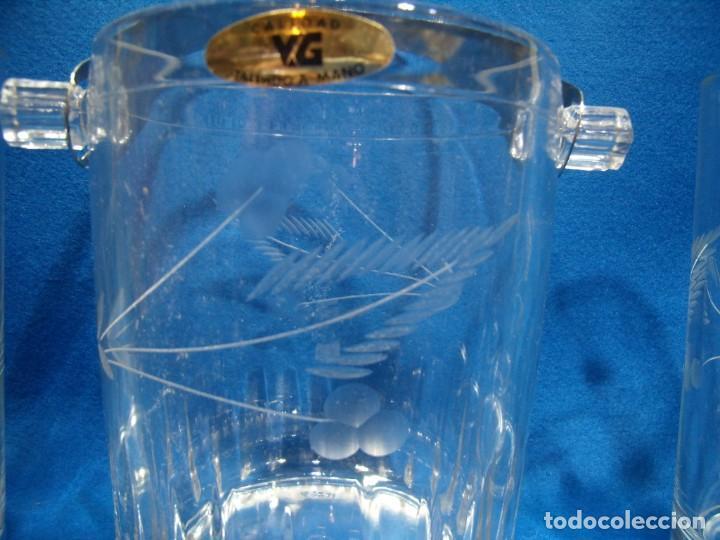 Antigüedades: Juego Whisky cristal tallado a mano 12 vasos y cubitera de VG Italia, años 80 Nuevo sin usar. - Foto 3 - 249550250