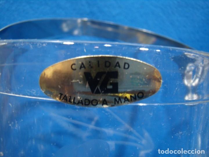 Antigüedades: Juego Whisky cristal tallado a mano 12 vasos y cubitera de VG Italia, años 80 Nuevo sin usar. - Foto 4 - 249550250